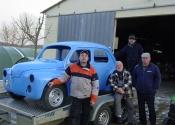 Gordini 4CV en cours de préparation avec les bénévoles